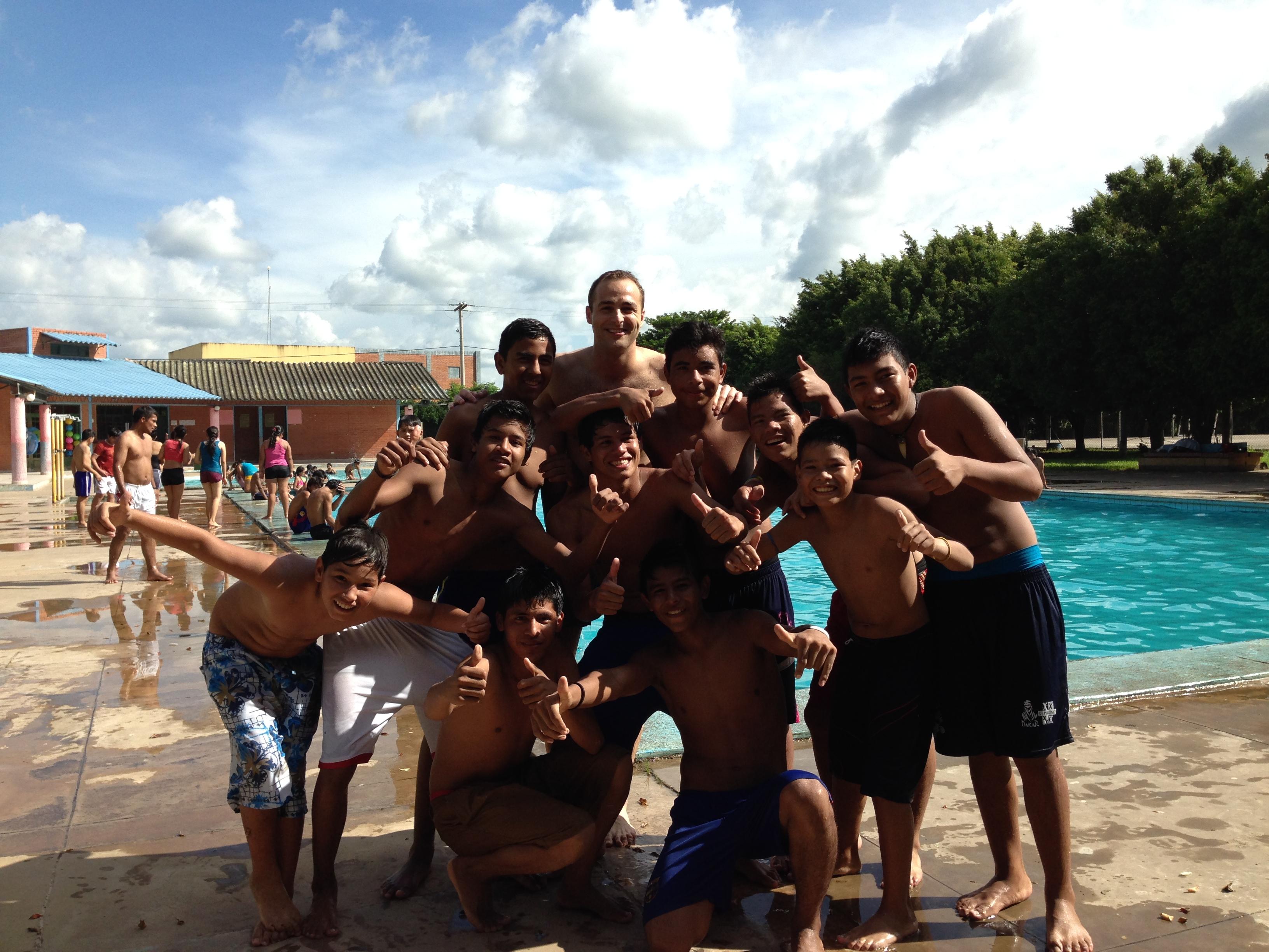 Con mis amigos de la piscina