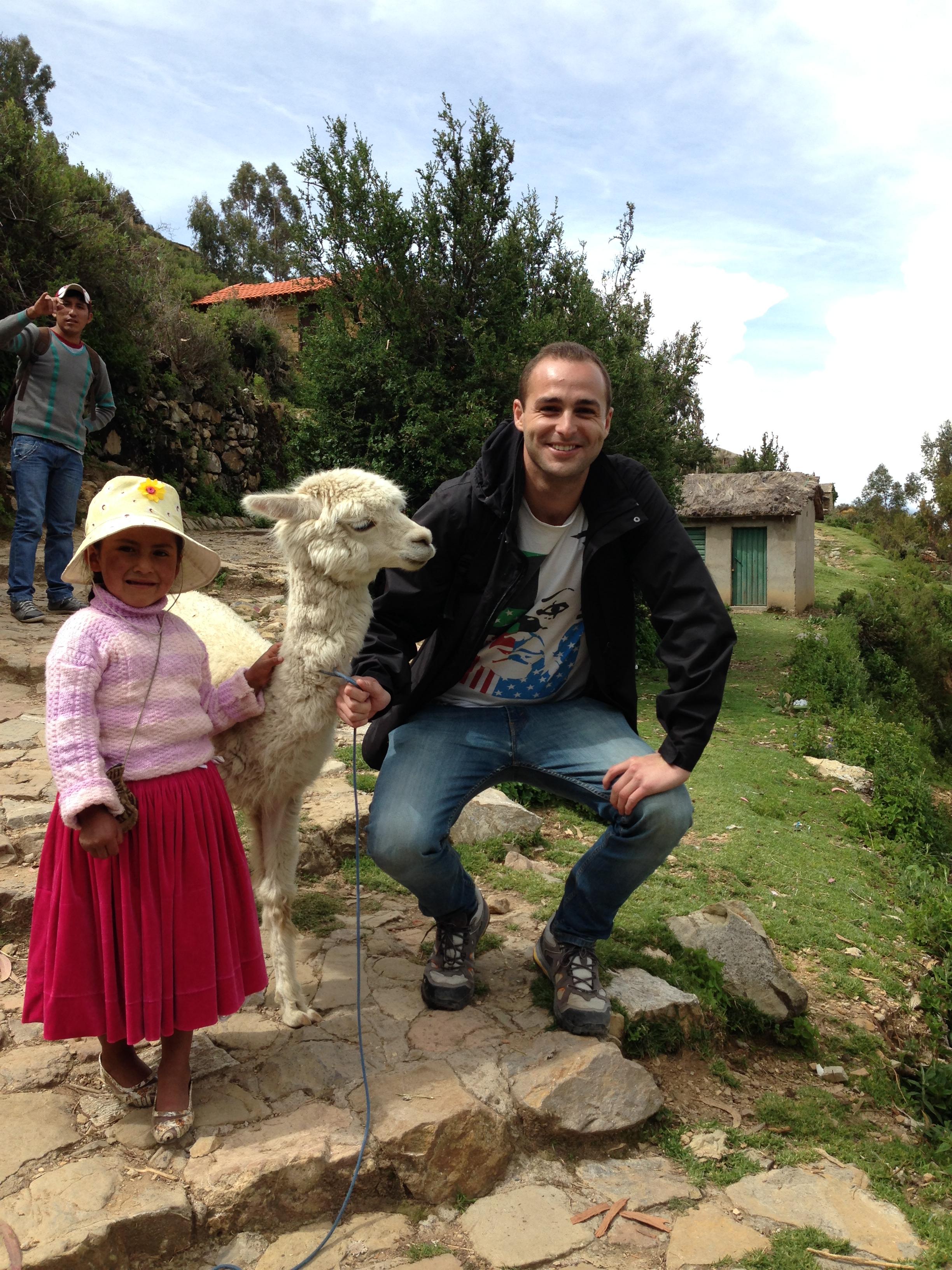 Con niña Aimara y su alpaca