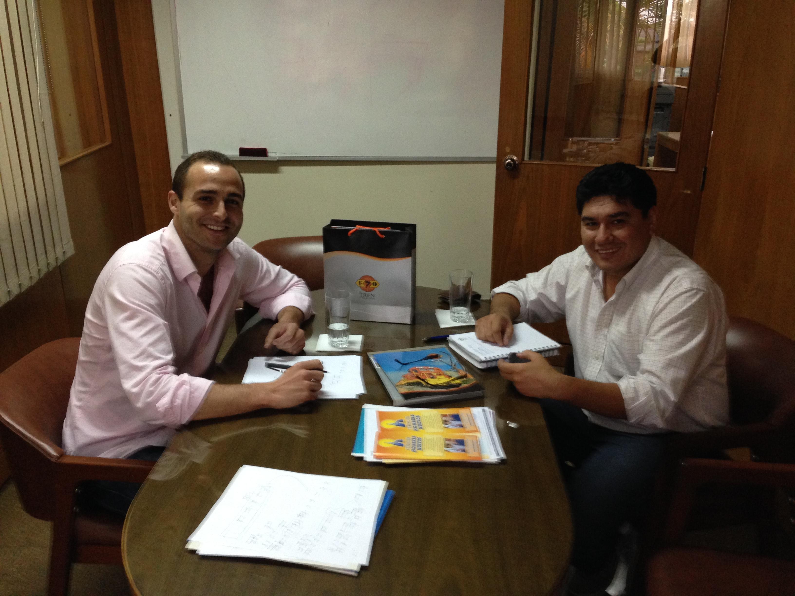 Con Ángel Sandóval (Jefe de la Unidad de Relaciones Externas) de Ferroviaria Oriental S.A.