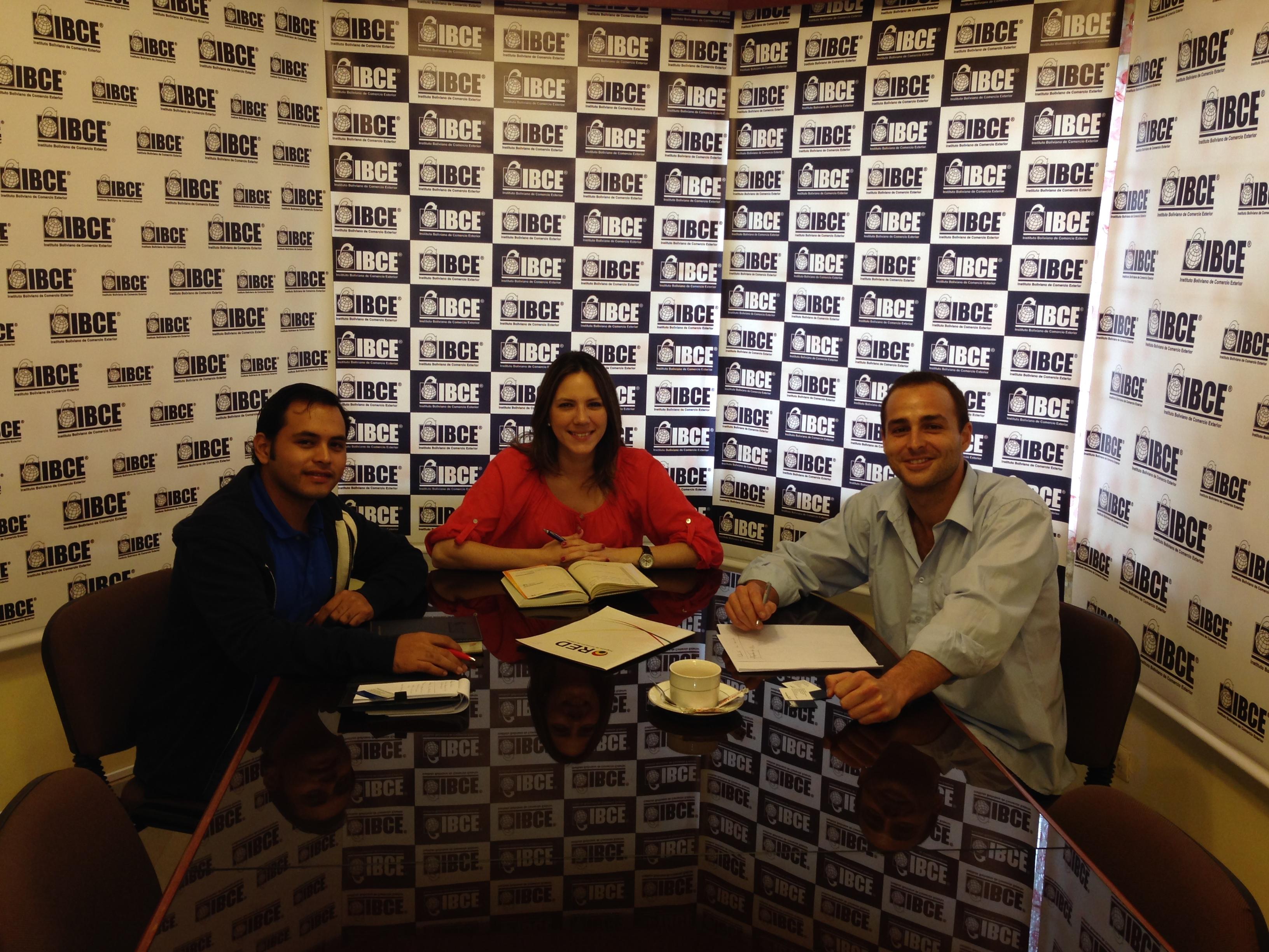 Con Diana Sabillón Garay (Gerente de Responsabilidad Social Empresarial) y Rodrigo Magariños (Asistentente Gerencia de Responsabilidad Social Empresarial) del IBCE
