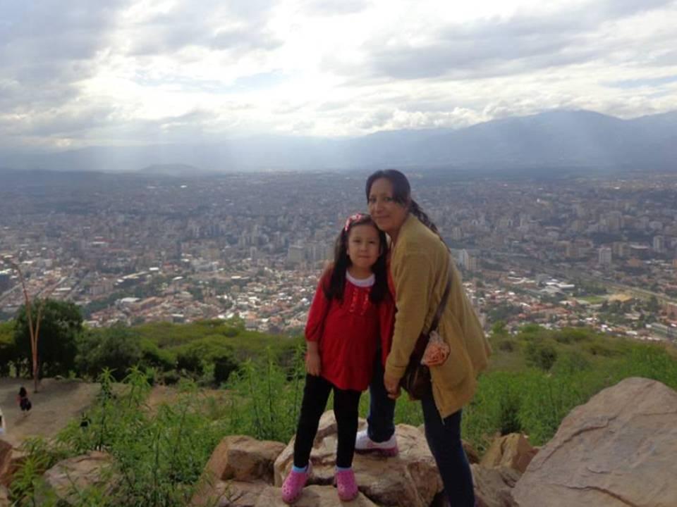 Su querida hermana Fabiola con la linda Sarita (hija de Fabiola)
