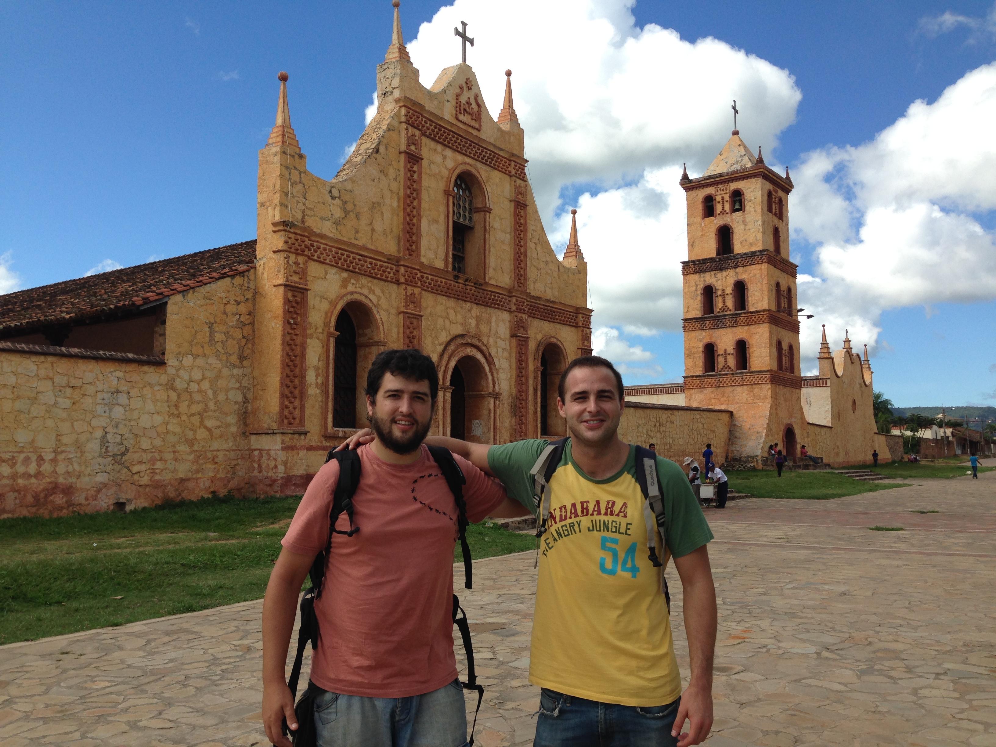 Con Jesús con la Iglesia de San José de Chiquitos de fondo