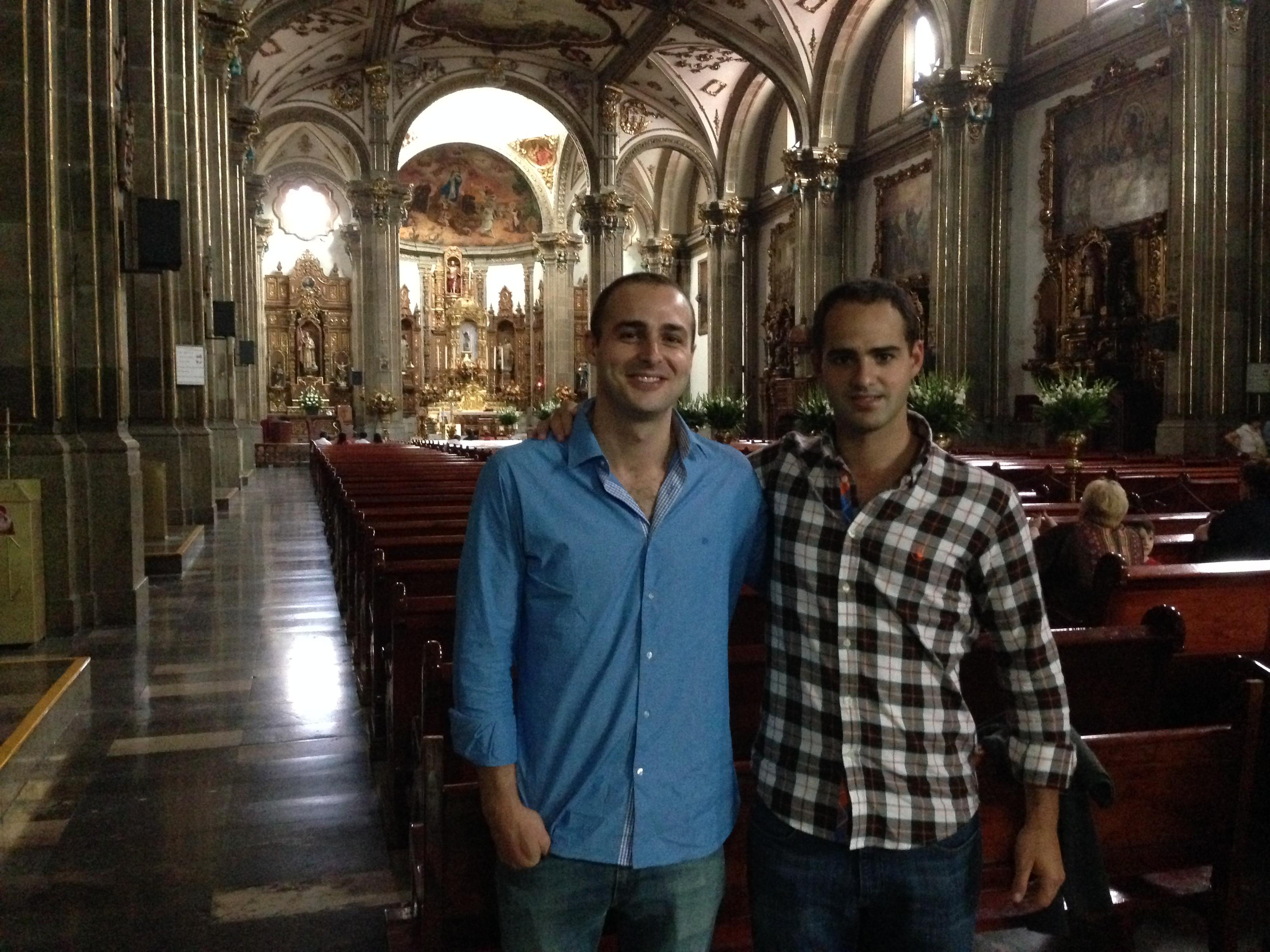 Javier y yo en una Iglesia típica de Coyoacán