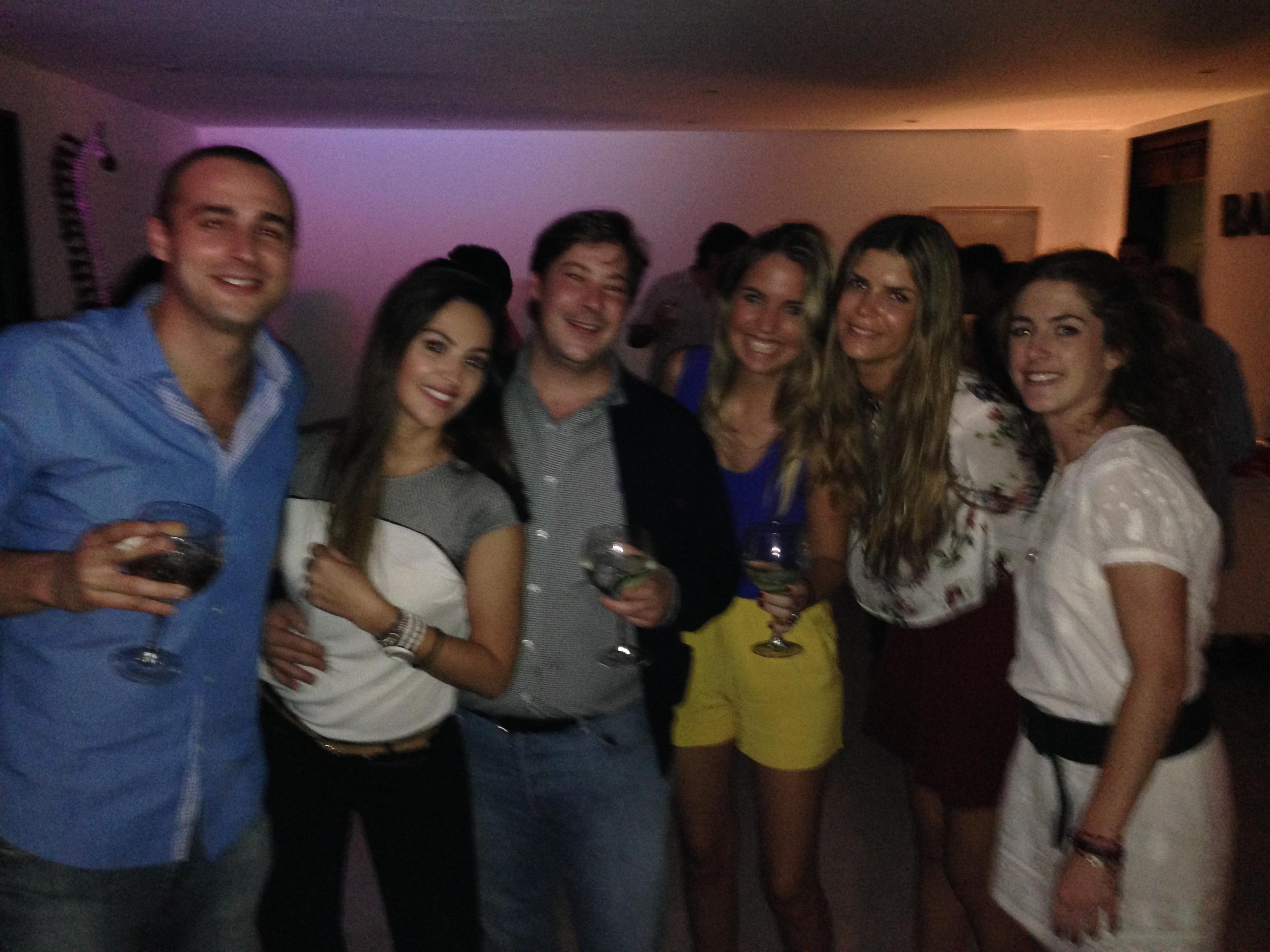 Alvaro, Rebeca y yo con unos amigos a una Fiesta a la que acudimos