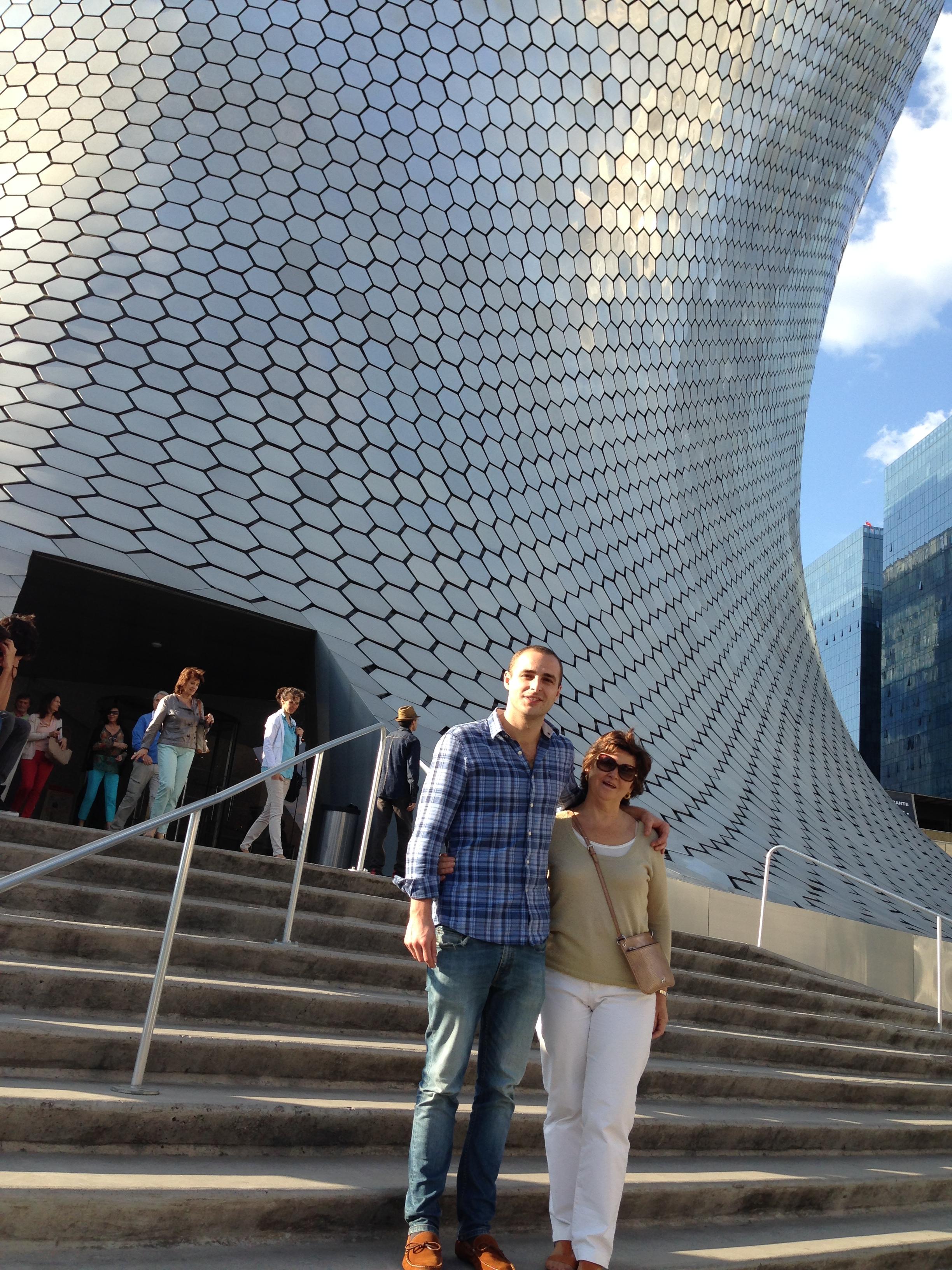 Con mi Madre a la salida del Museo