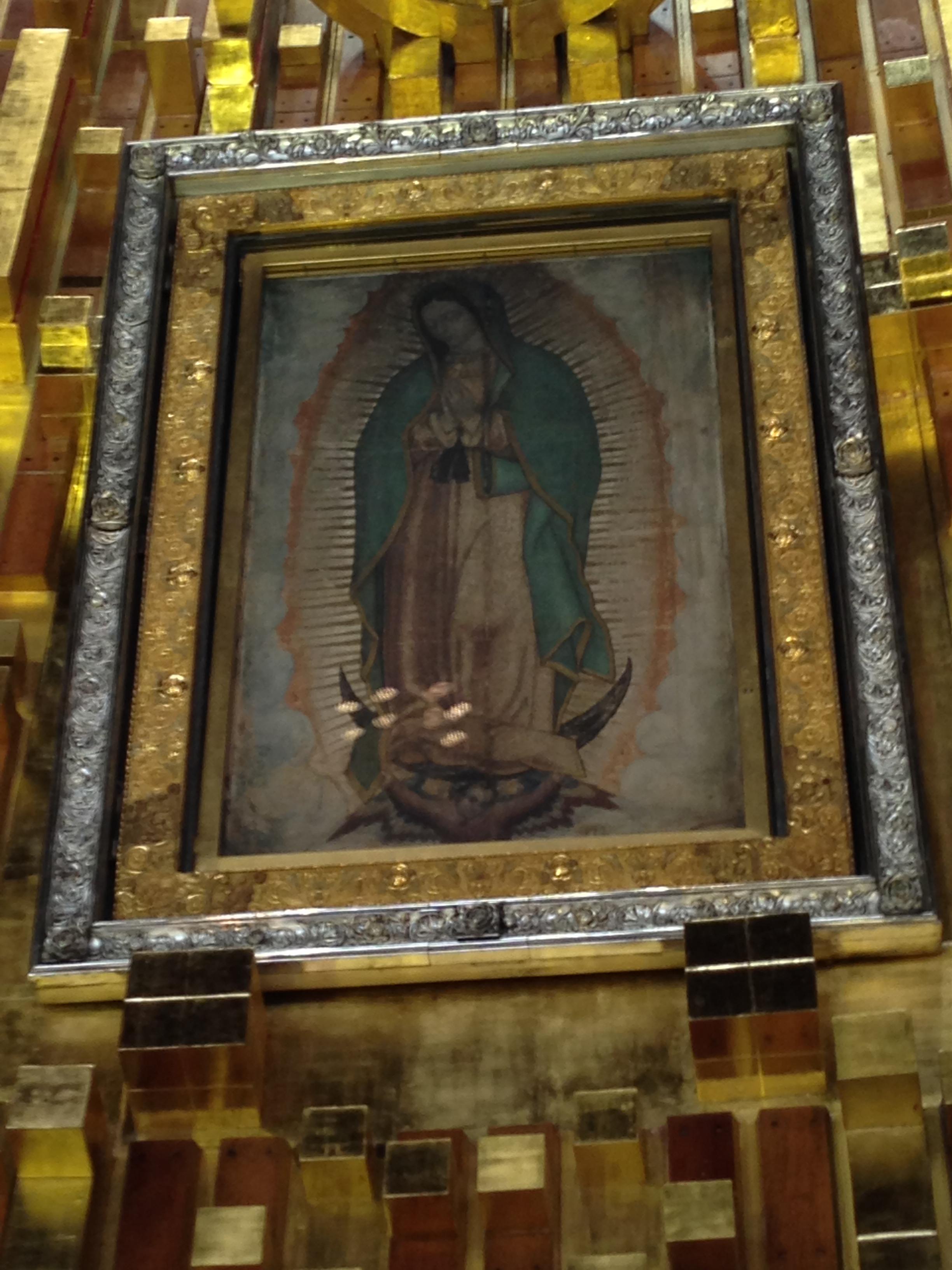 El aútentico manto en el que las rosas que el indigena Juan Diego transportaba se convirtieron en la imágen de la