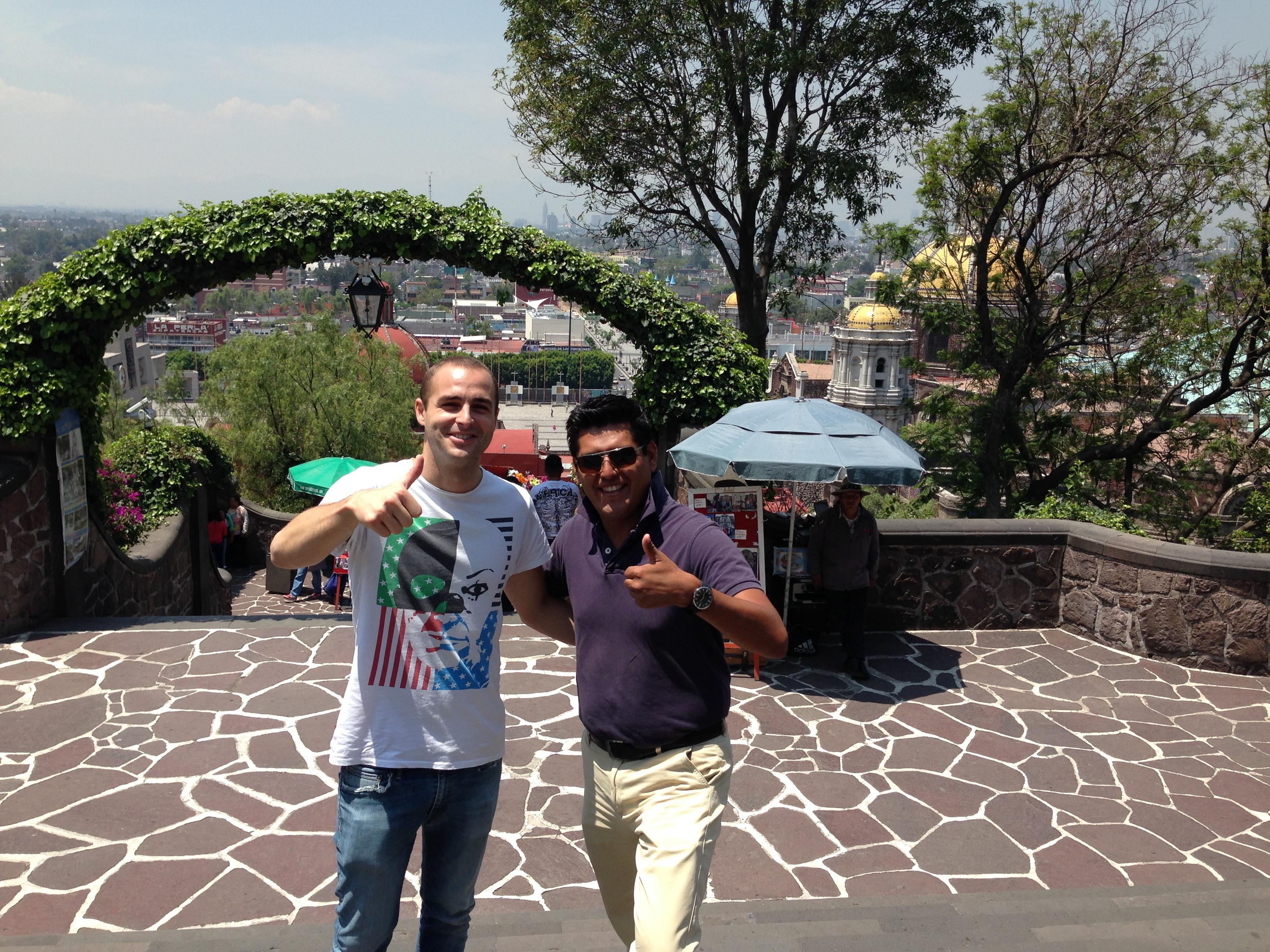 Con Tonatiuh y de fondo las hermosas vistas de Mexico, D.F.
