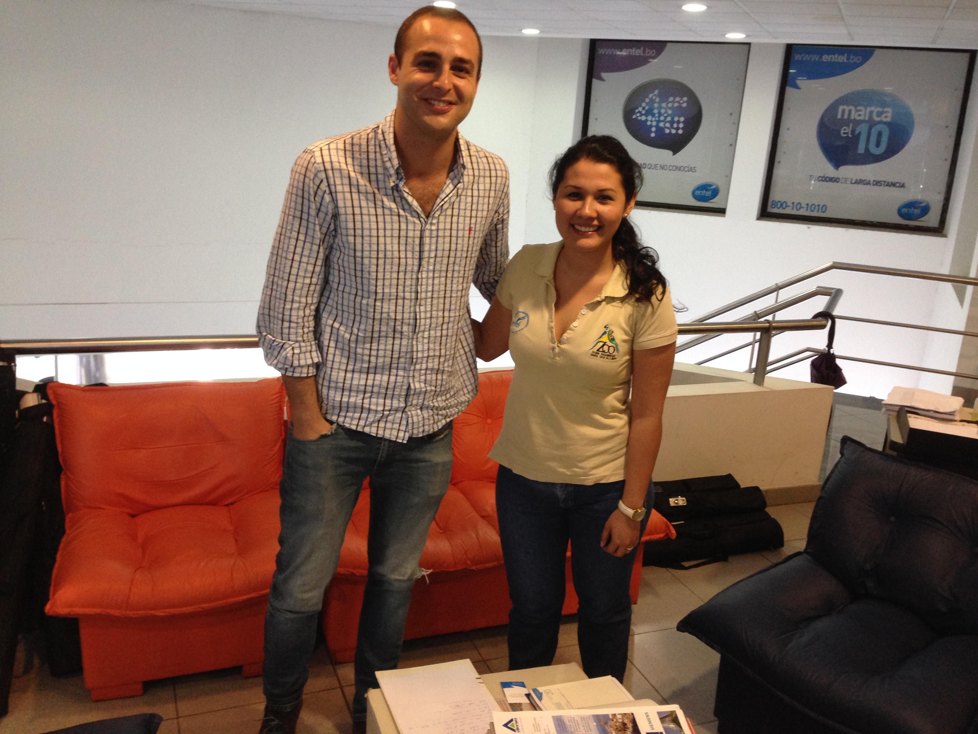 Con Carla Aparicio (Analista de Soporte Comercial, Publicidad y Comunicación Regional) de Entel