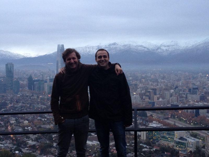 Juan y yo con las preciosas vistas de Santiago en pleno invierno de fondo