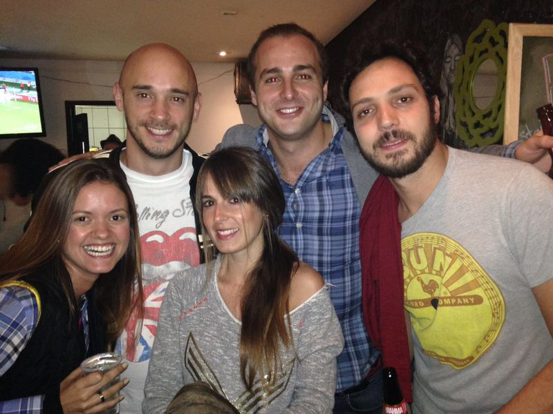 Con Guille, Fabio y sus amigas viendo un partido