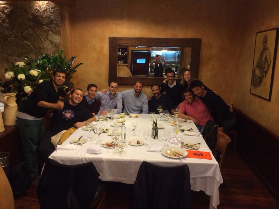 Cenando con mi equipo de IESE y nuestro mentor, Manuel Muller (a mi izquierda)