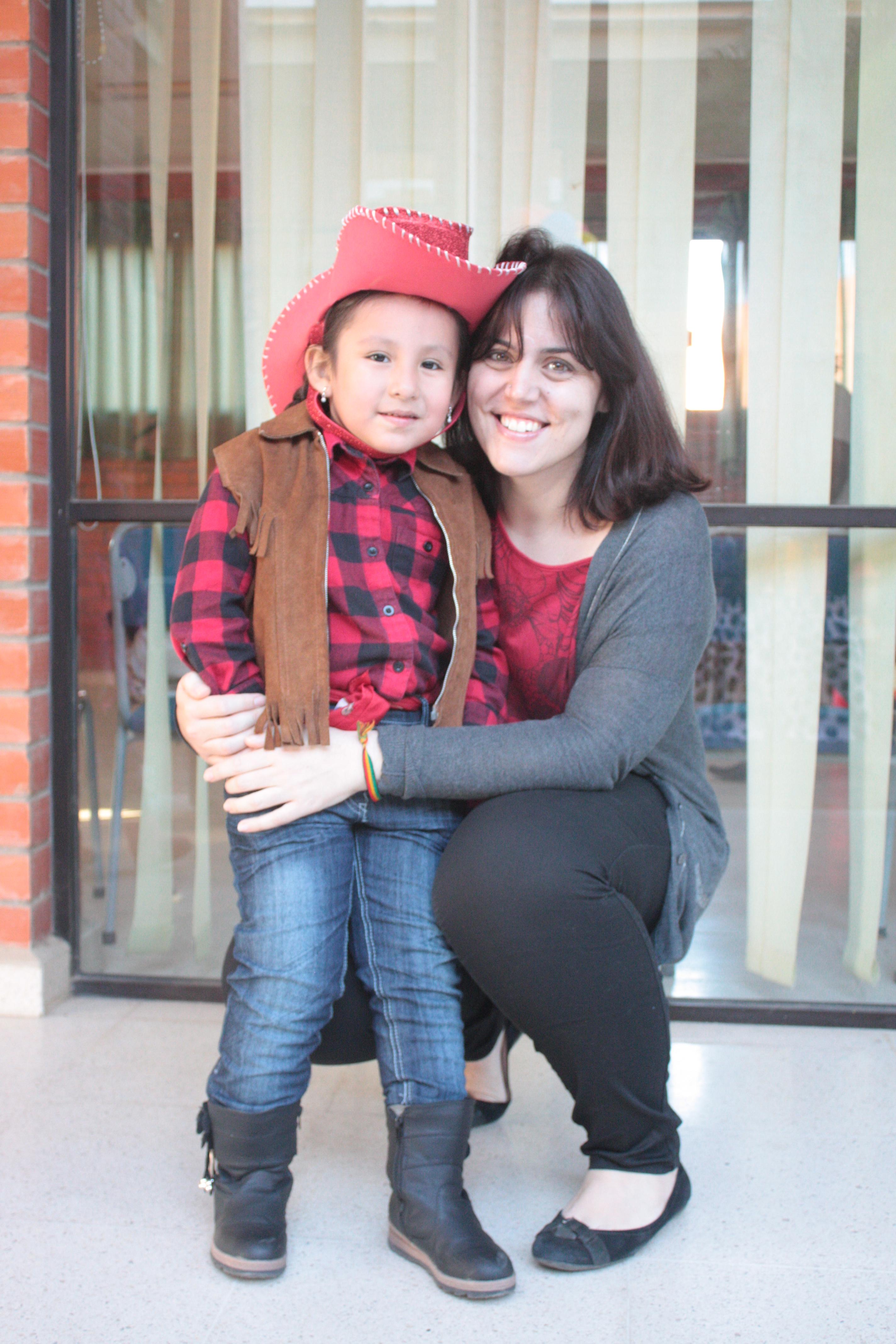 María con la cumpleañera Sarita