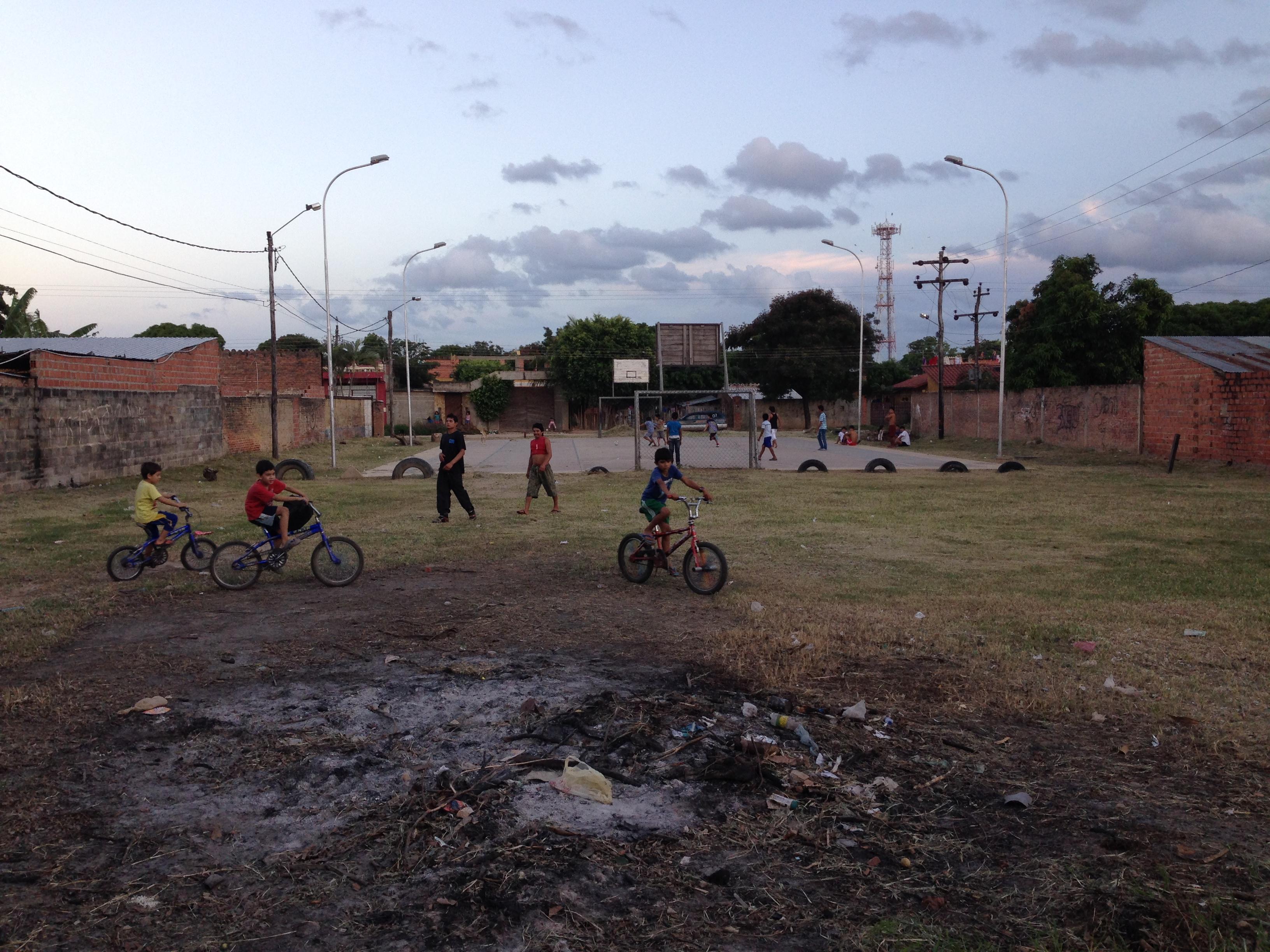 Niños jugando en el