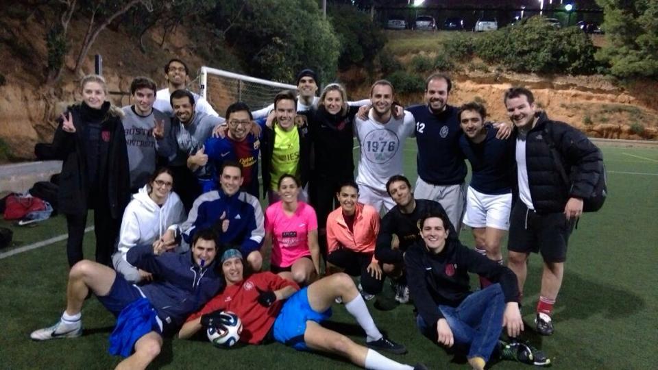Tras finalizar un partido de Fútbol de la Liga Interna de IESE