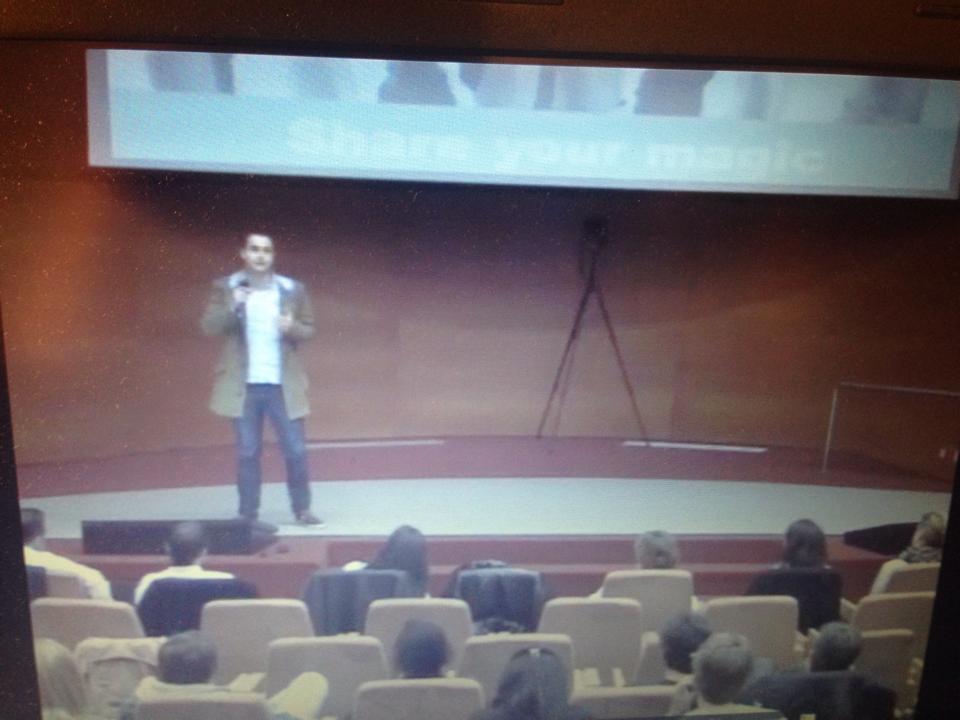 Dando una charla en el Aula Magna de IESE